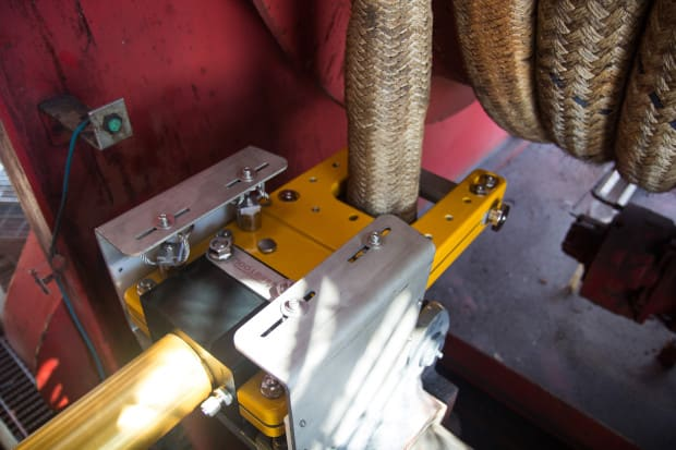 Integrated Emergency Cutter for Fibre Rope Winch